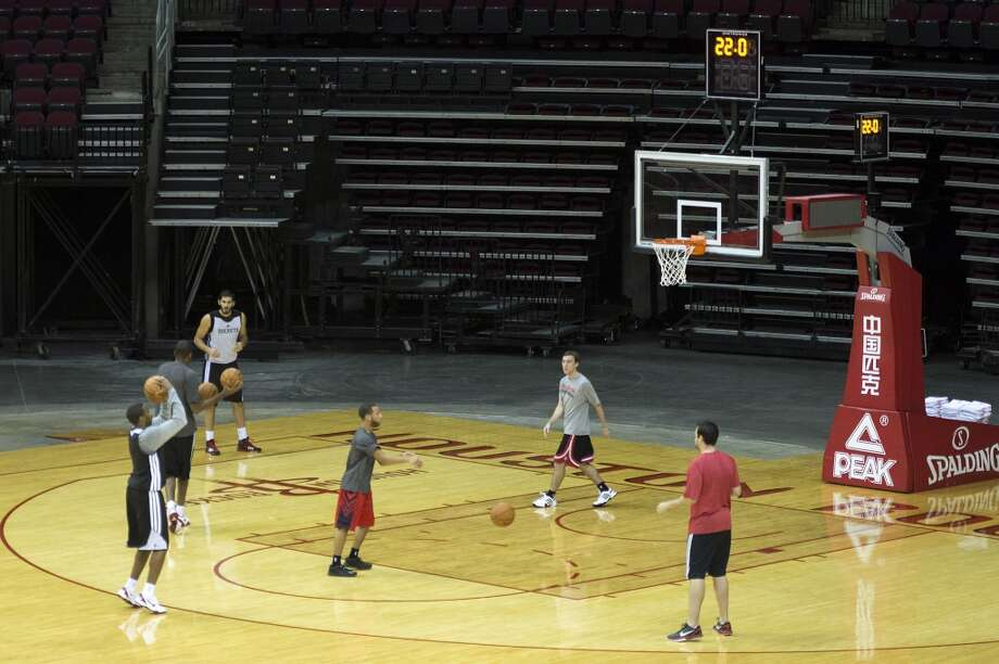 The Houston Rockets practice on the first day of training camp. Photo: Smiley N. Pool, Houston Chronicle