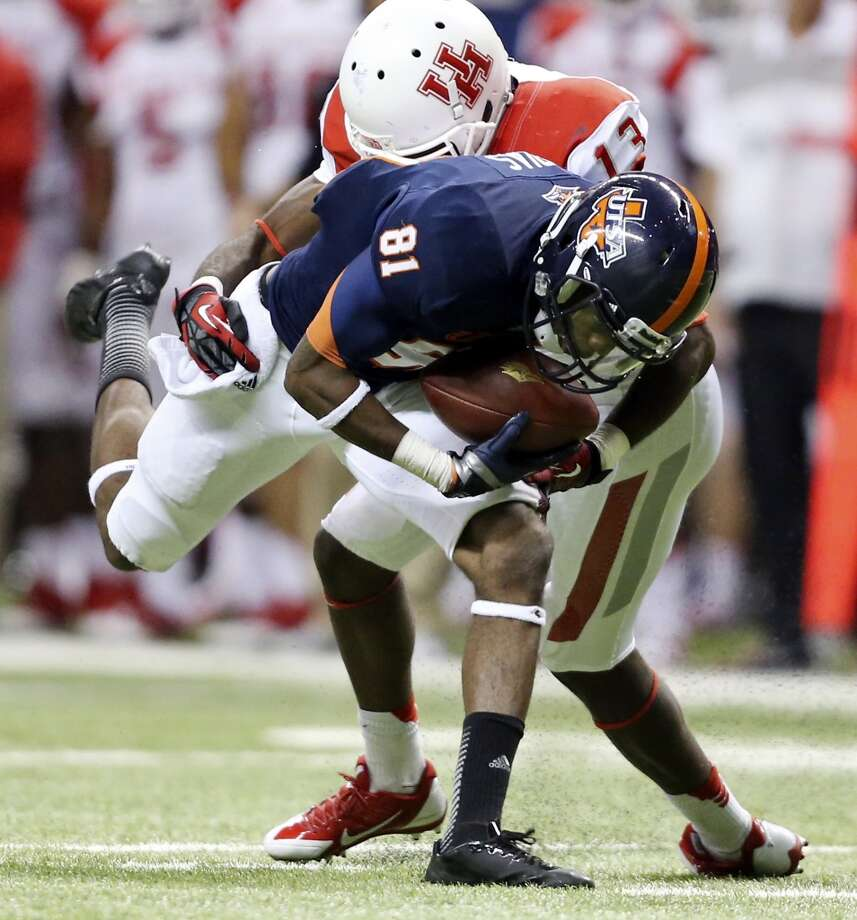 UTSA' s Kenny Bias looks for room around University of Houston's Thomas Bates during first half action Saturday Sept. 28, 2013 at the Alamodome. Photo: San Antonio Express-News