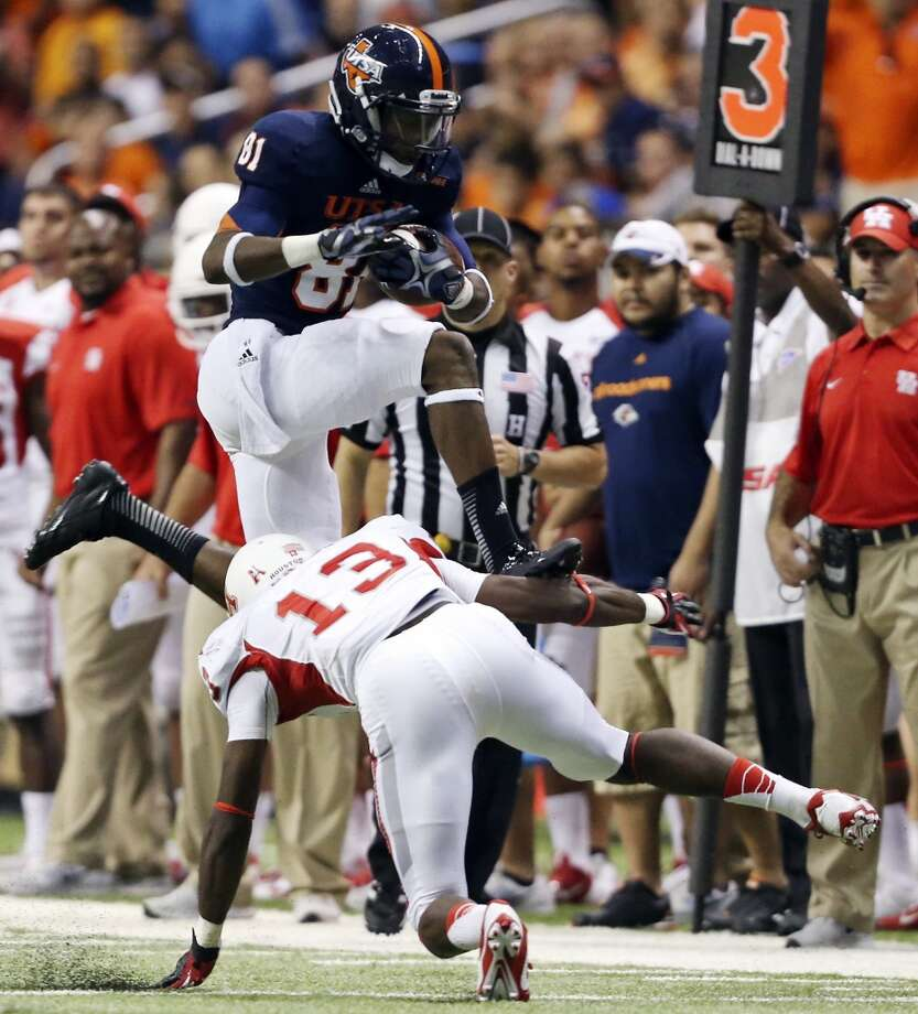 UTSA' s Kenny Bias looks for room over University of Houston's Thomas Bates during first half action Saturday Sept. 28, 2013 at the Alamodome. Photo: San Antonio Express-News