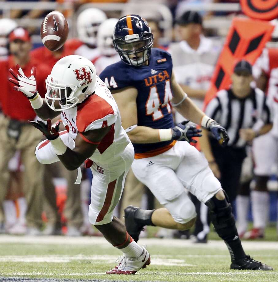 University of Houston's Daniel Spencer misses a pass as he is defended by UTSA' s Steven Kurfehs  during first half action Saturday Sept. 28, 2013 at the Alamodome. Photo: San Antonio Express-News
