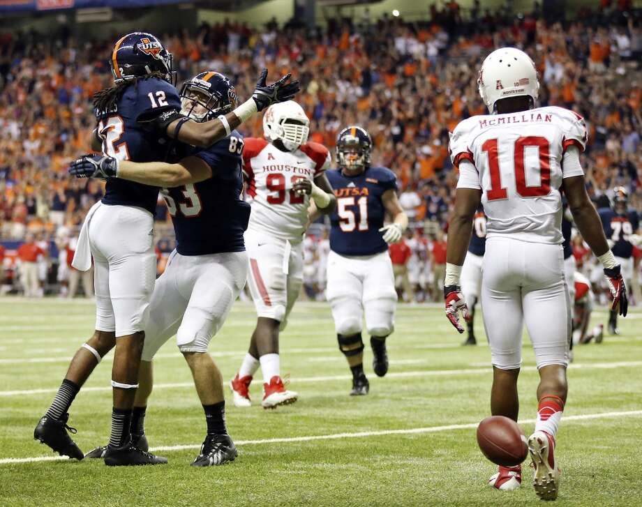 UTSA' s Earon Holmes (left) celebrates with teammate Cole Hubble after scoring a touchdown against the University of Houston during first half action Saturday Sept. 28, 2013 at the Alamodome. Photo: San Antonio Express-News