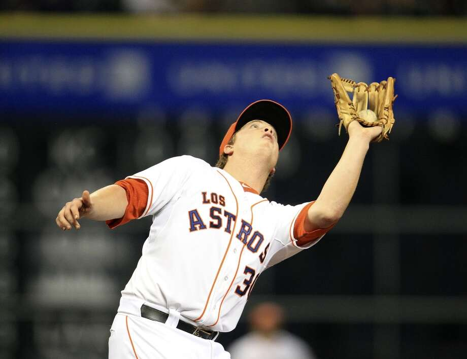 Astros third baseman Matt Dominguez (30) catches a pop out. Photo: Karen Warren, Houston Chronicle