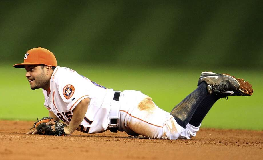 Astros second baseman Jose Altuve (27) makes a diving catch on a live out. Photo: Karen Warren, Houston Chronicle