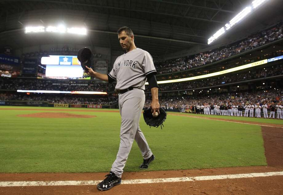 Sept: 28: Yankees 2, Astros 1Yankees starting pitcher Andy Pettitte (46) celebrates with a standing ovation from fans after his complete (and final) game. Photo: Karen Warren, Houston Chronicle