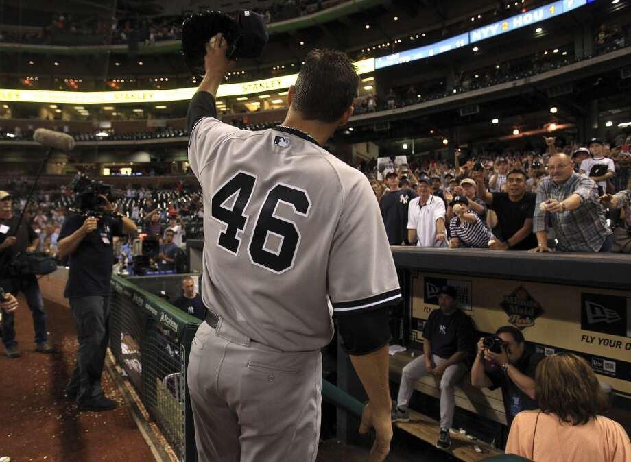 Yankees starting pitcher Andy Pettitte (46) celebrates with a standing ovation from fans after his complete game. Photo: Karen Warren, Houston Chronicle