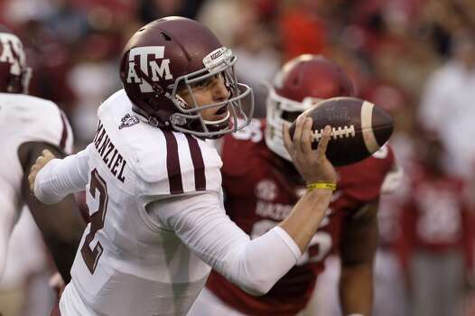 Texas A&M quarterback Johnny Manziel (2) tosses the ball. Photo: Danny Johnston, Associated Press