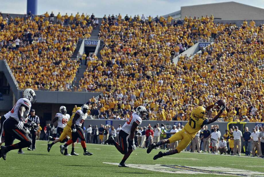 West Virginia receiver Jordan Thompson hauls in a pass in the fourth quarter of the Mountaineers' upset over Oklahoma State. Photo: Tyler Evert / Associated Press