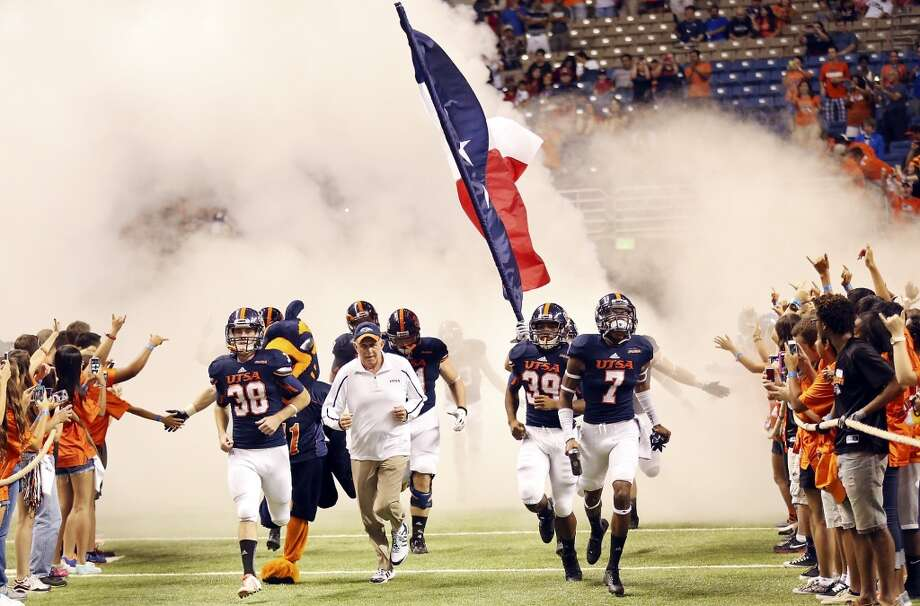 Members of the UTSA Roadrunners football team take the field before the game with the University of Houston Saturday Sept. 28, 2013 at the Alamodome. Photo: San Antonio Express-News