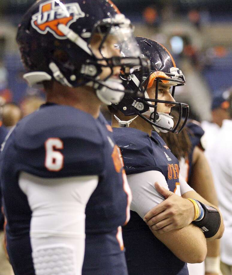 UTSA' s Tucker Carter (left) and teammate Eric Soza watch second half action from the sidelines against the University of Houston Saturday Sept. 28, 2013 at the Alamodome. The University of Houston won 59-28. Photo: San Antonio Express-News
