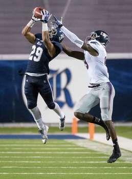 Cornerback Bryce Callahan, left, intercepts a pass intended for Florida Atlantic's William Dukes to set up Rice's winning touchdown. Photo: Smiley N. Pool, Staff / © 2013  Houston Chronicle