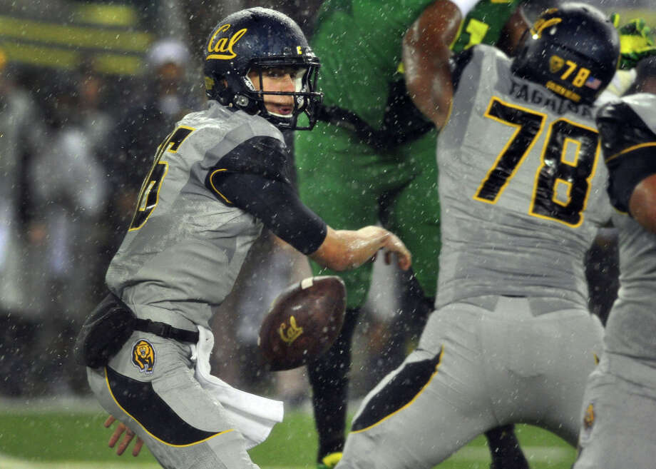 In a downpour in Eugene last fall, Jared Goff (left) and the Bears fumbled away the ball on their first four possessions. Photo: Steve Dykes / Getty Images / 2013 Getty Images