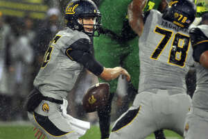 Cal's Goff aims to atone after last fall's slip-up in Oregon - Photo