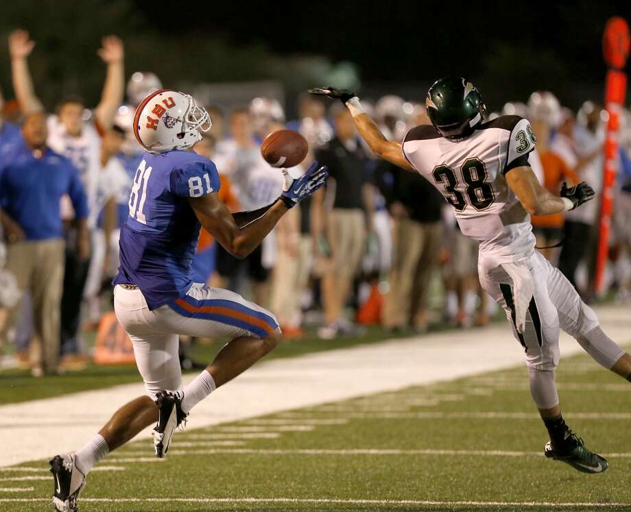 Wesley Lewis #81 of the HBU Huskies makes the catch. Photo: Thomas B. Shea, Houston Chronicle