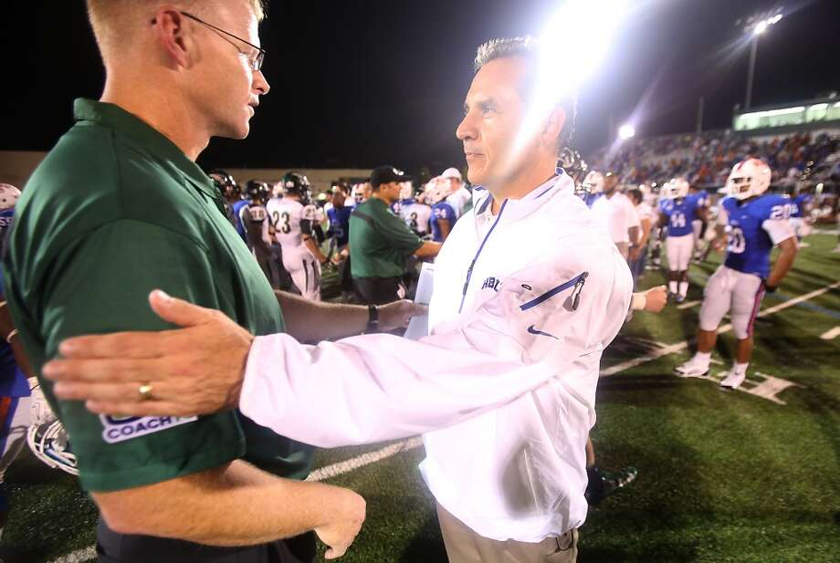 Head coach Vic Shealy shakes hands with head coach Chris Jensen. Photo: Thomas B. Shea, Houston Chronicle