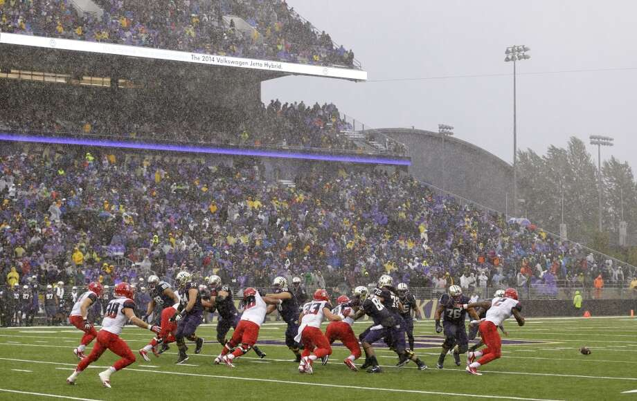 What we learned: Arizona Wildcats 13 - Washington Huskies 31  The Washington Huskies secured their first 4-0 record since 2001 with a 31-13 victory over Arizona in the wind and rain at Husky Stadium Saturday night. Here's what we learned in the Dawgs' Pac-12 opener. Photo: Ted S. Warren, Associated Press