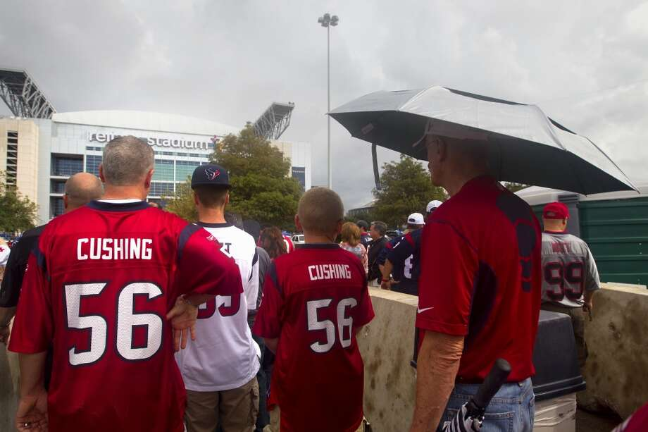 Texans fans wait to cross the street before the game. Photo: Cody Duty, Houston Chronicle