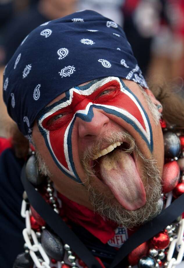 Ultimate Texans fan Steve Beckholt shows his enthusiasm for the team. Photo: Cody Duty, Houston Chronicle