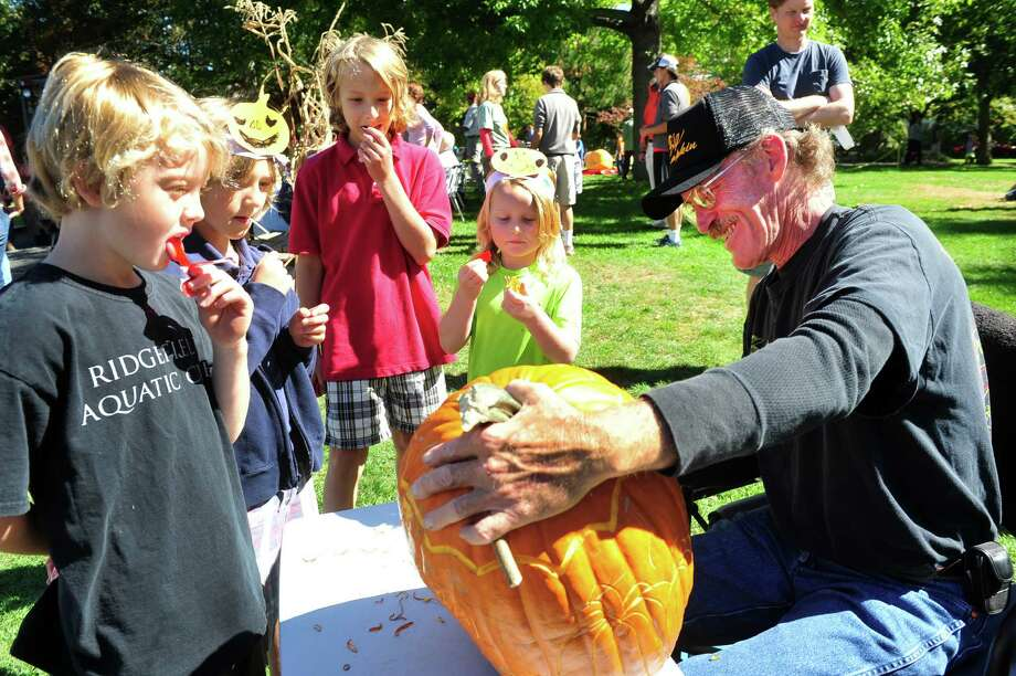 The Connecticut Giant Pumpkin Growers Club holds their annual Giant Pumpkin and Squash Weighoff in Ridgefield, Conn. Sunday, Sept. 29, 2013. Photo: Michael Duffy / The News-Times