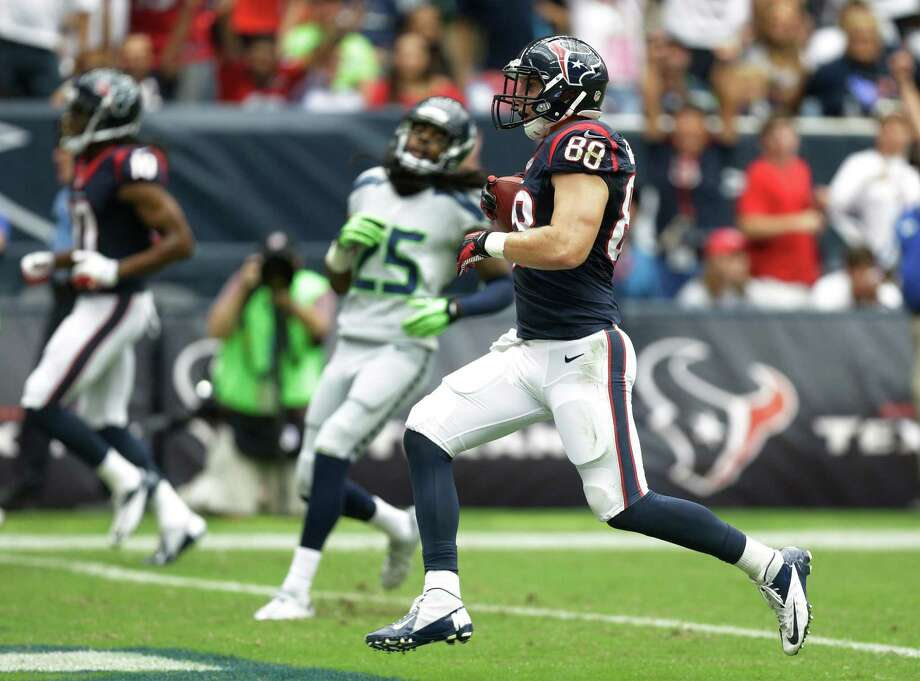 Houston Texans' Garrett Graham (88) scores against the Seattle Seahawks on a 31 yard pass during the first quarter an NFL football game Sunday, Sept. 29, 2013, in Houston. (AP Photo/Patric Schneider) Photo: Patric Schneider, Associated Press / FR170473