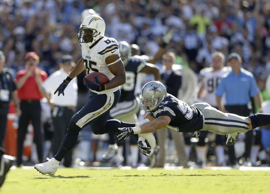 San Diego Chargers tight end Antonio Gates, left, scores past Dallas Cowboys middle linebacker Sean Lee during the second half of an NFL football game Sunday, Sept. 29, 2013, in San Diego. (AP Photo/Gregory Bull) Photo: Associated Press