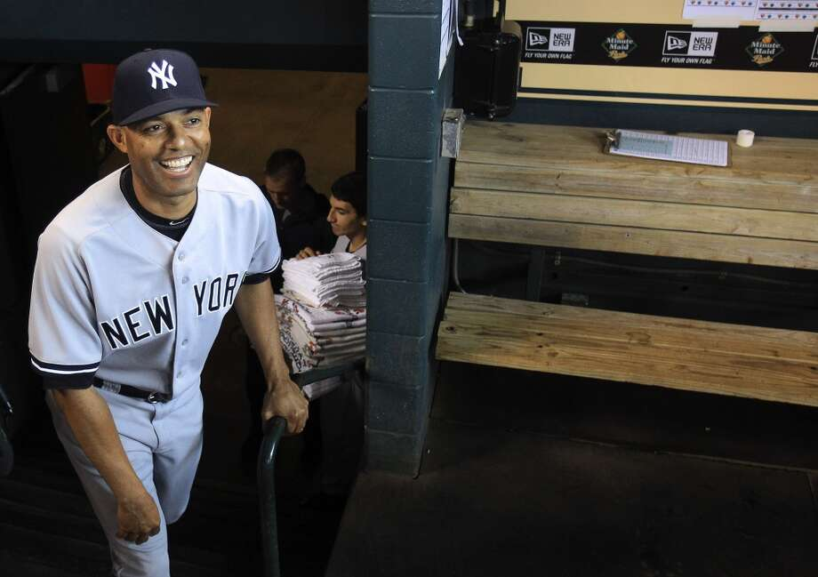 Yankees relief pitcher Mariano Rivera walks out of the dugout for a pre-game ceremony . Photo: Karen Warren, Houston Chronicle