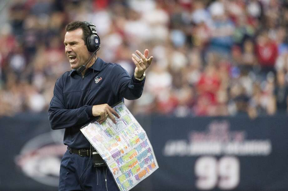 Texans head coach Gary Kubiak questions a call during overtime. Photo: Smiley N. Pool, Houston Chronicle