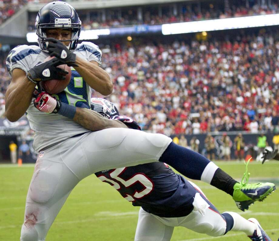 Seahawks wide receiver Doug Baldwin (89) makes a catch on the sidelines with Texans cornerback Kareem Jackson (25) defending. The play was originally called incomplete, but was overturned by replay, giving the Seahawks a first down. Photo: Brett Coomer, Houston Chronicle