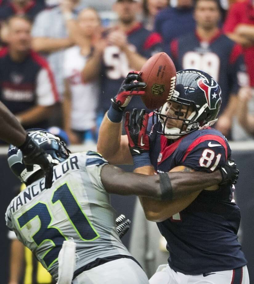 Texans tight end Owen Daniels has a ball bounce out of his hands as Seahawks strong safety Kam Chancellor defends. The deflected pass was intercepted by free safety Earl Thomas at Seahawks 9-yard line. Photo: Smiley N. Pool, Houston Chronicle