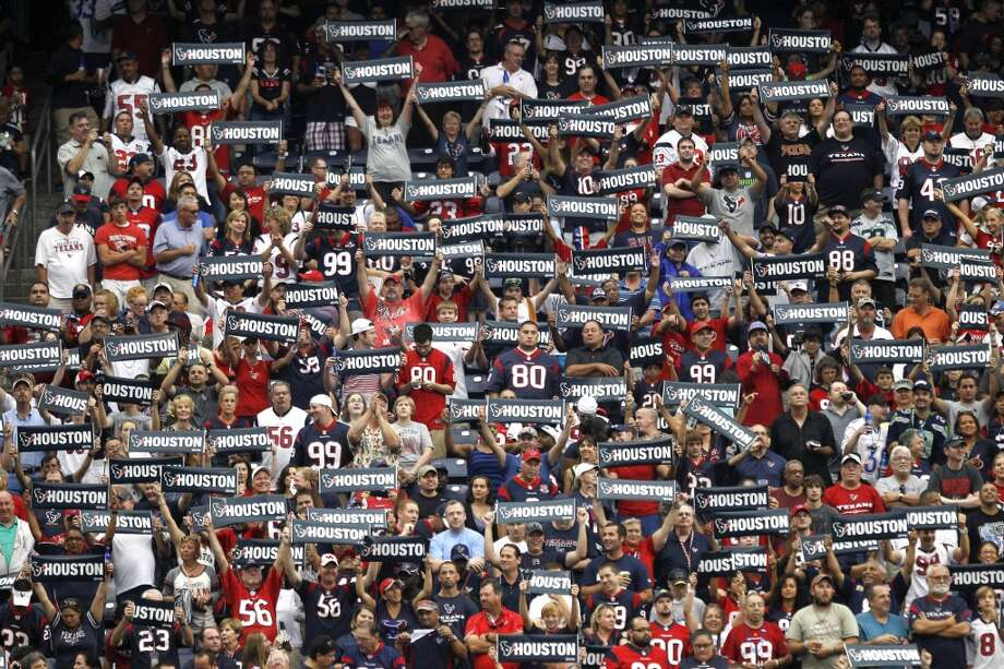 Texans fans hold up signs before the game. Photo: Brett Coomer, Houston Chronicle