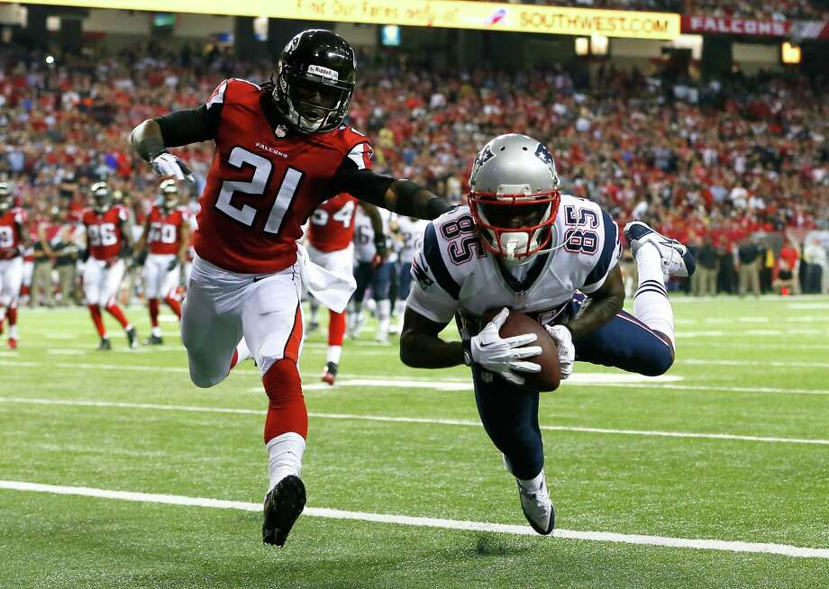 ATLANTA, GA - SEPTEMBER 29:  Kenbrell Thompkins #85 of the New England Patriots pulls in this touchdown reception against Desmond Trufant #21 of the Atlanta Falcons at Georgia Dome on September 29, 2013 in Atlanta, Georgia.  (Photo by Kevin C. Cox/Getty Images) ORG XMIT: 175882329 Photo: Kevin C. Cox / 2013 Getty Images