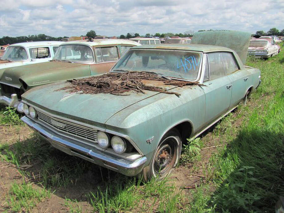 1966 Chevrolet Chevelle 4 door sedan -> sold for $11,250