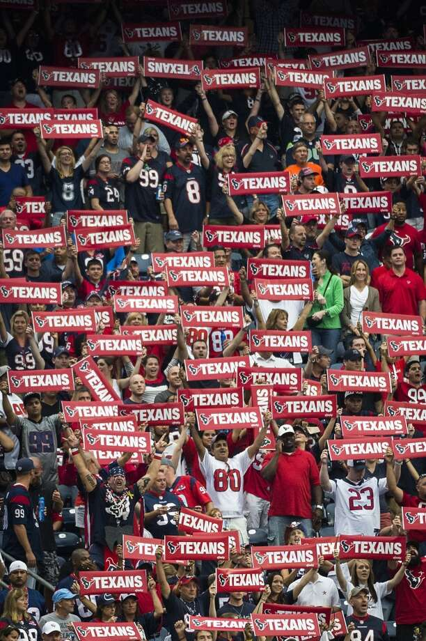 Texans fans hold up signs during the first quarter. Photo: Smiley N. Pool, Houston Chronicle