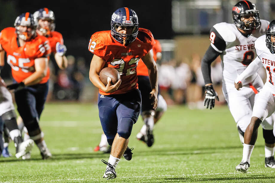 Brandeis running back Gavin Turney (center) breaks free for a 30-yard touchdown during the third quarter of their game with Stevens at Farris Stadium on Saturday, Sept. 29, 2013. Brandeis beat the Falcons 42-7.  Photo by Marvin Pfeiffer / Prime Time Newspapers Photo: MARVIN PFEIFFER, Marvin Pfeiffer / Prime Time New / Prime Time Newspapers 2013