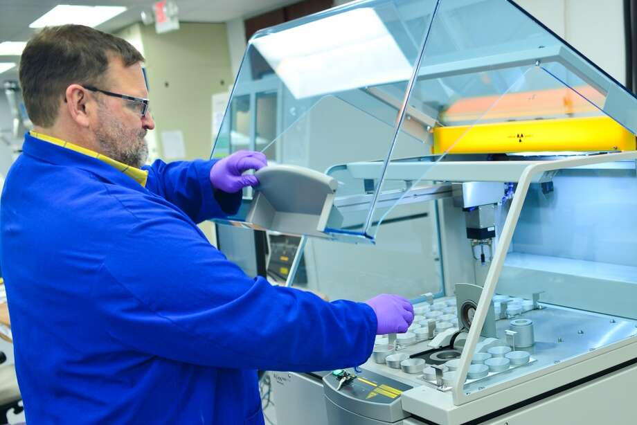 The new Houston Technology Center uses x-ray florescence to analyze metals in chemical samples. Photo: Scott McCombs, LyondellBasell Industries