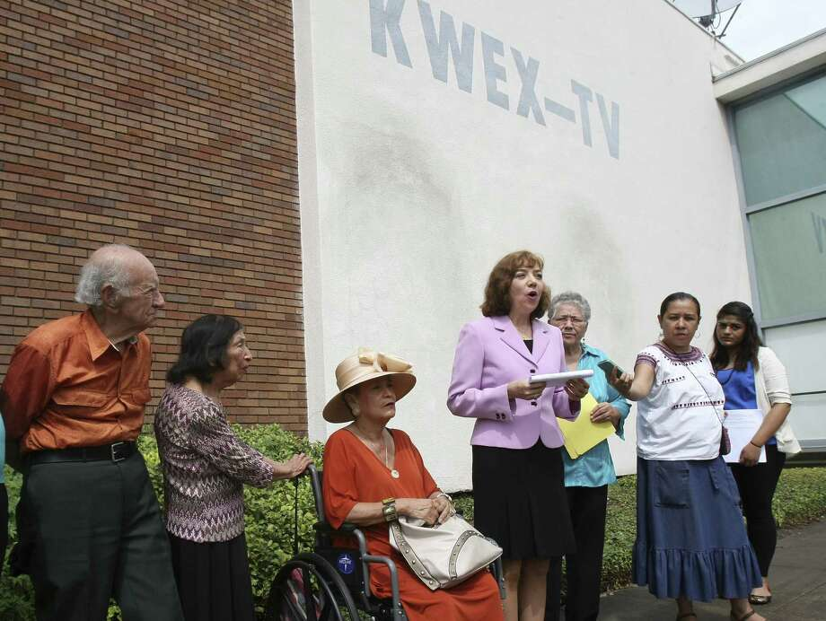 Members of the Westside Preservation Alliance and Esperanza Peace and Justice Center Sept. 25 protest the planned demolition of the 1950s Univision building. Photo: Helen L. Montoya / San Antonio Express-News