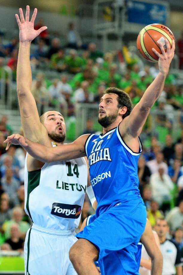 Marco Belinelli of Italy signed a two-year contract with the Spurs during the offseason. He played for the Bulls last season. Photo: ANDREJ ISAKOVIC, AFP/Getty Images