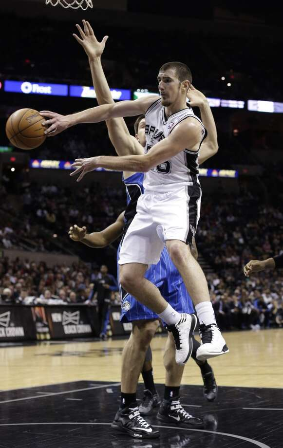 Nando De Colo is in the last year of his contract with the Spurs this season. Photo: Eric Gay, Associated Press