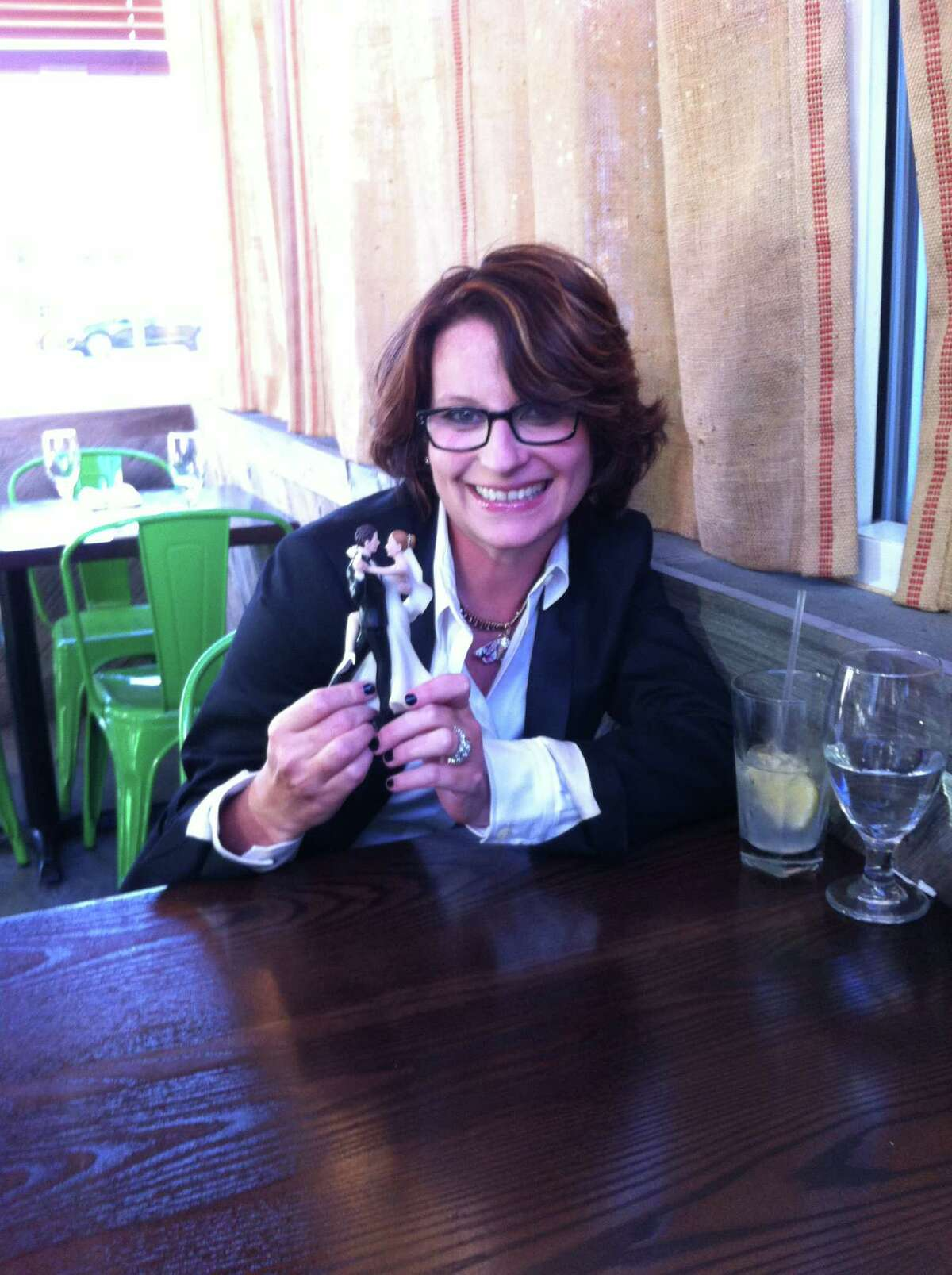 Meg Cabot made a book tour stop in Fairfield last week with the wedding cake topper she has been taking photographs of wherever she goes (ala the garden gnome in
