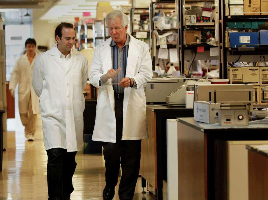 Research scientists Leor Weinberger (left) and Dr. Warner Greene inside the Gladstone Institutes laboratory in San Francisco in August 2013. Weinberger and Greene are working on non-mainstream science to help learn more about how HIV works in the human body and how the virus might be used against itself to prevent infection. Photo: Michael Macor / San Francisco Chronicle / ONLINE_YES