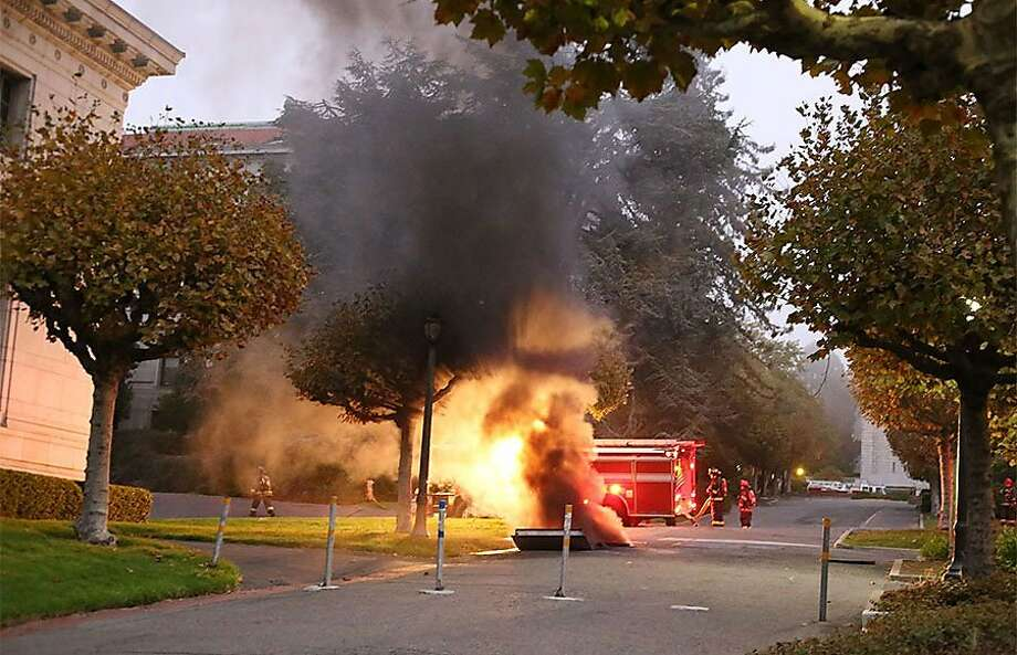 Firefighters respond after a generator exploded around 6:30 p.m. near California Hall. Photo: Kelly Fang, The Daily Californian