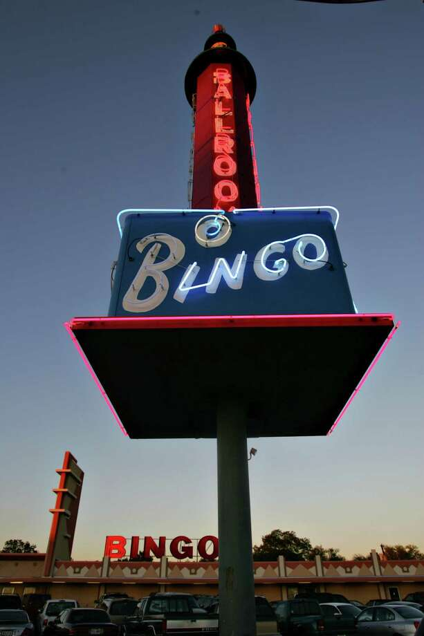 A neon bingo sign on Fredericksburg Road.  Photo: BAHRAM MARK SOBHANI, SAN ANTONIO EXPRESS NEWS / SAN ANTONIO EXPRESS NEWS