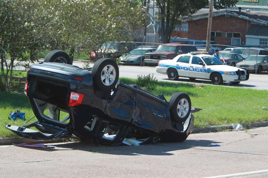 Police respond to a crash at Dowling and Jefferson Tuesday afternoon. Photo: Mayra Beltran, Houston Chronicle