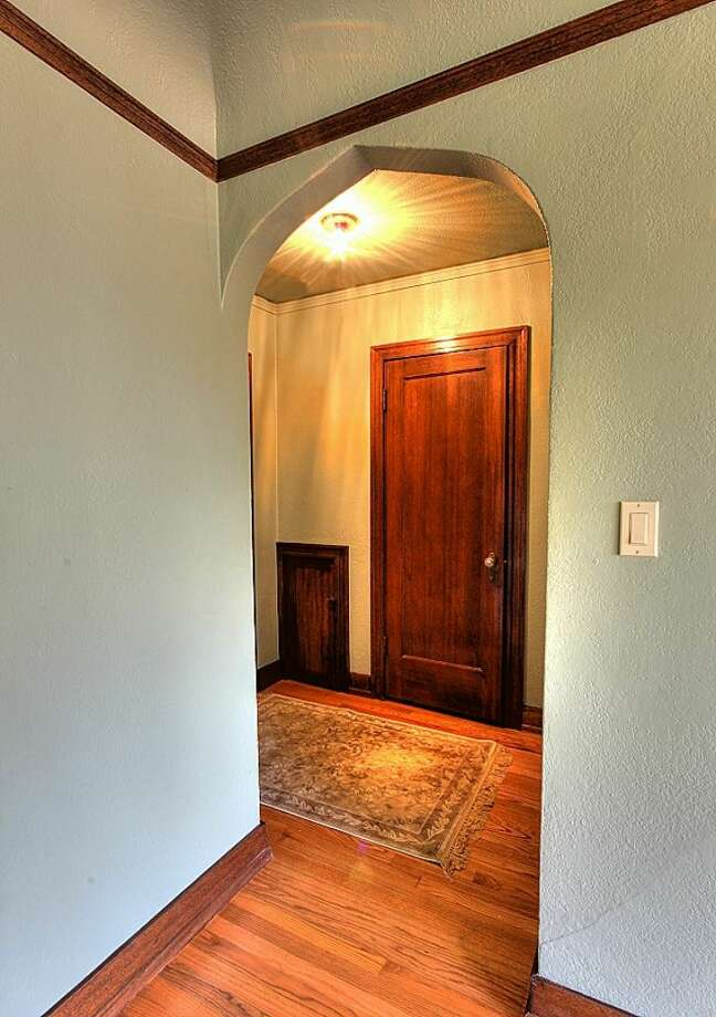 Entry of 1631 16th Ave., No. 309. It's listed for $279,950. Photo: Courtesy Georgia Selfridge, Windermere Real Estate