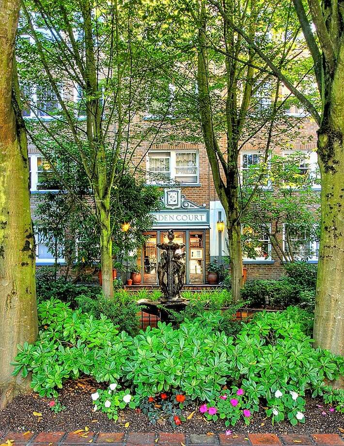 Front of 1631 16th Ave. Unit No. 309 is listed for $279,950. Photo: Courtesy Georgia Selfridge, Windermere Real Estate