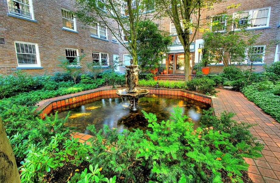 Courtyard of 1631 16th Ave. Unit No. 309 is listed for $279,950. Photo: Courtesy Georgia Selfridge, Windermere Real Estate