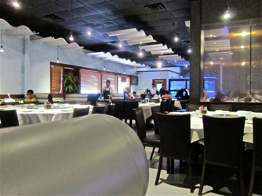Dining room at Hai Cang seafood restaurant. Photo: Alison Cook
