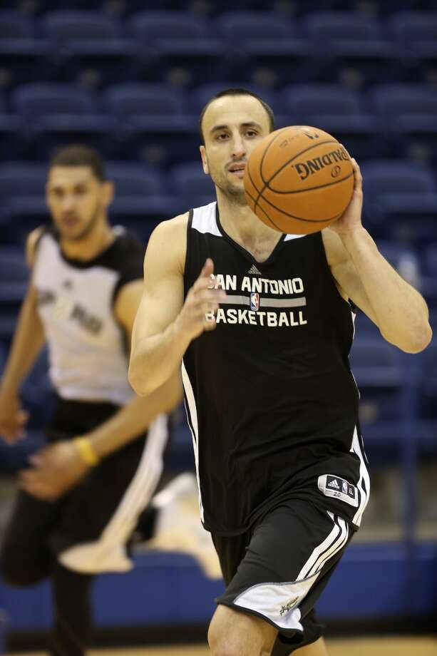 San Antonio Spurs guard Manu Ginobili passes the ball during morning team practice at the Clune Arena of the United State Air Force Academy in Colorado Springs, Colorado, Tuesday, Oct. 1, 2013. Photo: Jerry Lara/San Antonio Express-News