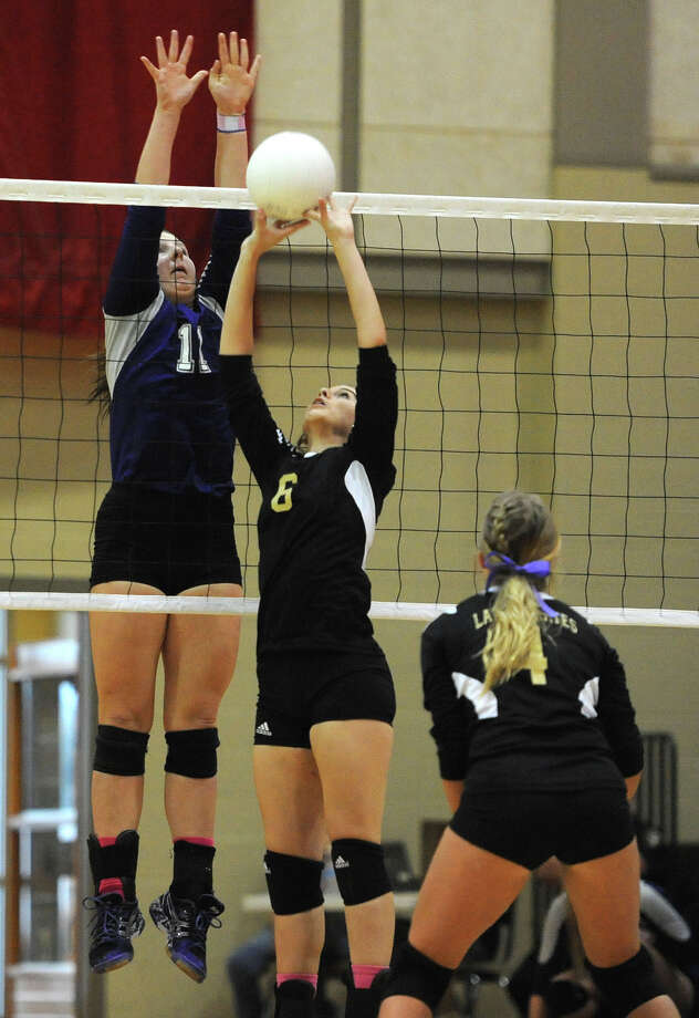 PN-G's Kelsey Collier stretches to block a ball from Vidor's Bri Davis during a match up in the Pirate's gym on Monday. Photo taken Tuesday, October 01, 2013 Guiseppe Barranco/The Enterprise Photo: Guiseppe Barranco, STAFF PHOTOGRAPHER / The Beaumont Enterprise