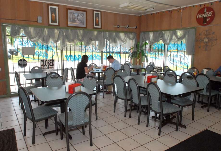 The front dining area at Richard's Cafe on Magnolia Ave in Beaumont. Scott Eslinger/cat5 Photo: Scott Eslinger/cat5