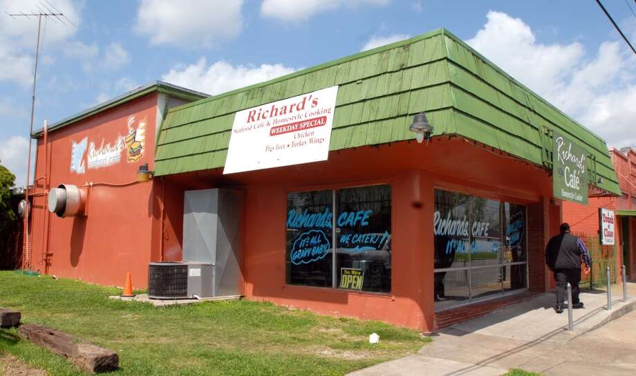 Richard's Cafe at 1087 Magnolia Ave in Beaumont is the cat5 Restaurant of the week for March 31, 2011. Scott Eslinger/cat5 Photo: Scott Eslinger/cat5